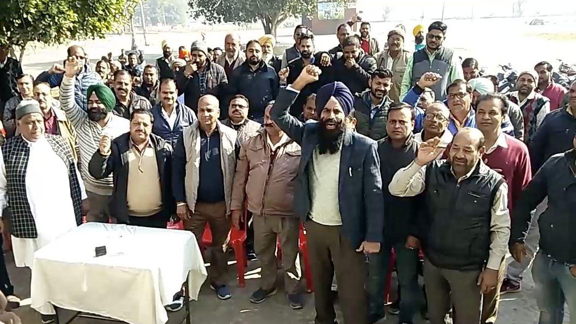 Bristling After I-T Raids on Them, Punjab Arhtiyas Shut Mandis