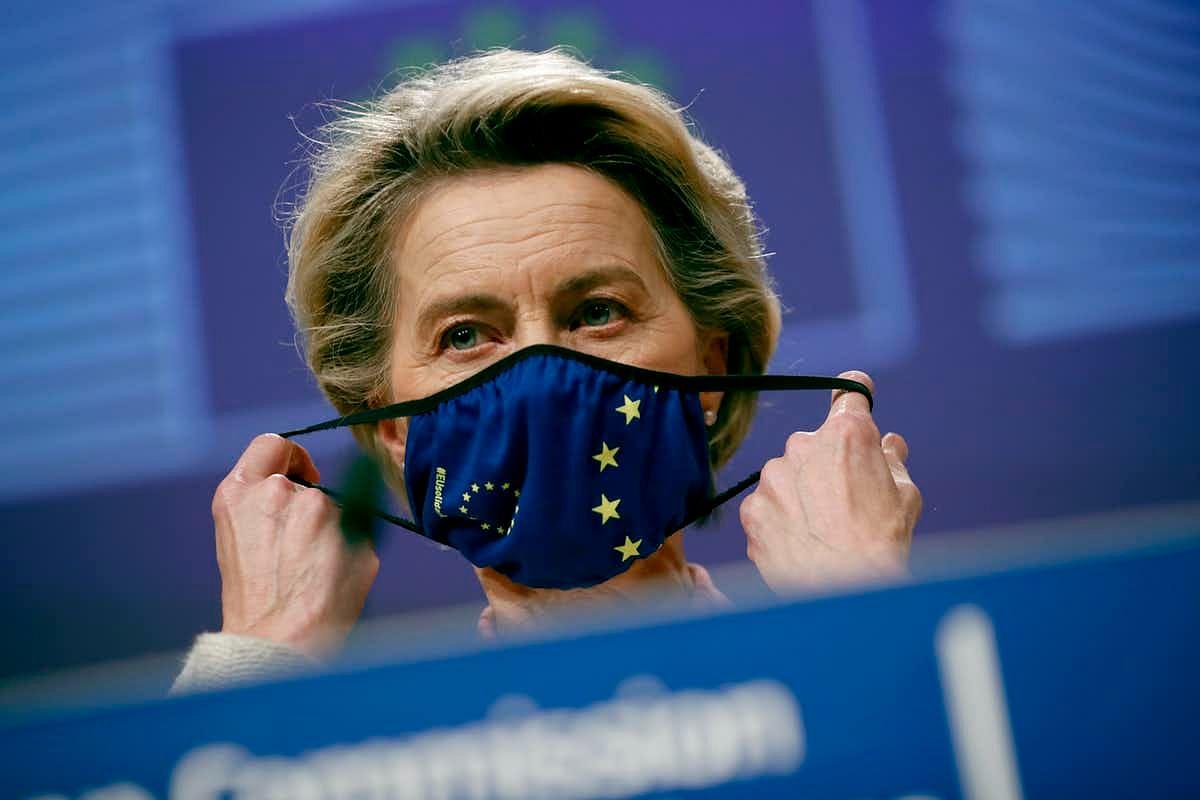 Ursula von der Leyen prepares for her press conference.
