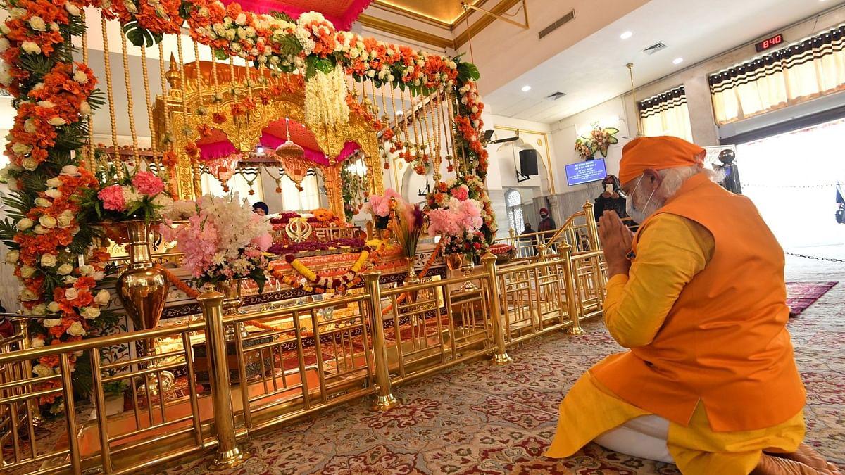 PM Modi  Pays Tribute to Guru Tegh Bahadur at Gurudwara Rakab Ganj