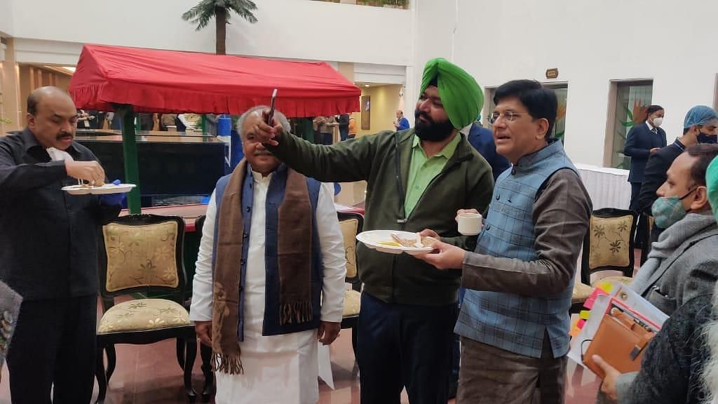 Farmers Share Langar With Union Ministers During Talks With Centre