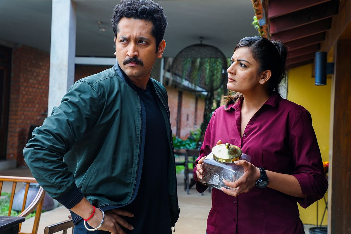 The equation between Parambrata Chattopadhyay and Shruti Vyas is something you should watch out for.