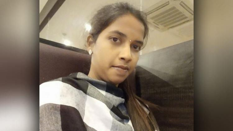On 5 December, Saranya slipped into an unclosed septic tank in an under-construction house where she went to urinate, and died a few hours later.