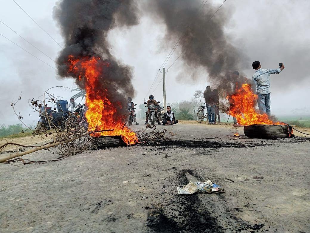 Tyres burnt in Begusarai, Bihar