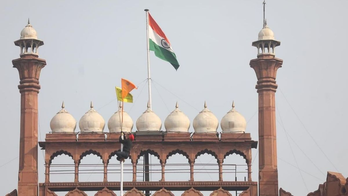 No, India's Tricolour Wasn't 'Supplanted' by Sikh Flag at Red Fort