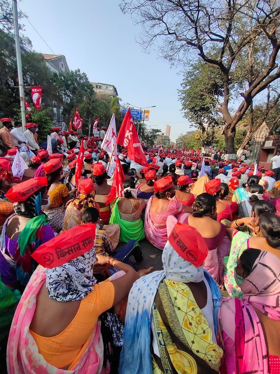 Sharad Pawar Addresses Farmers at Azad Maidan, Lashes Out at Govt