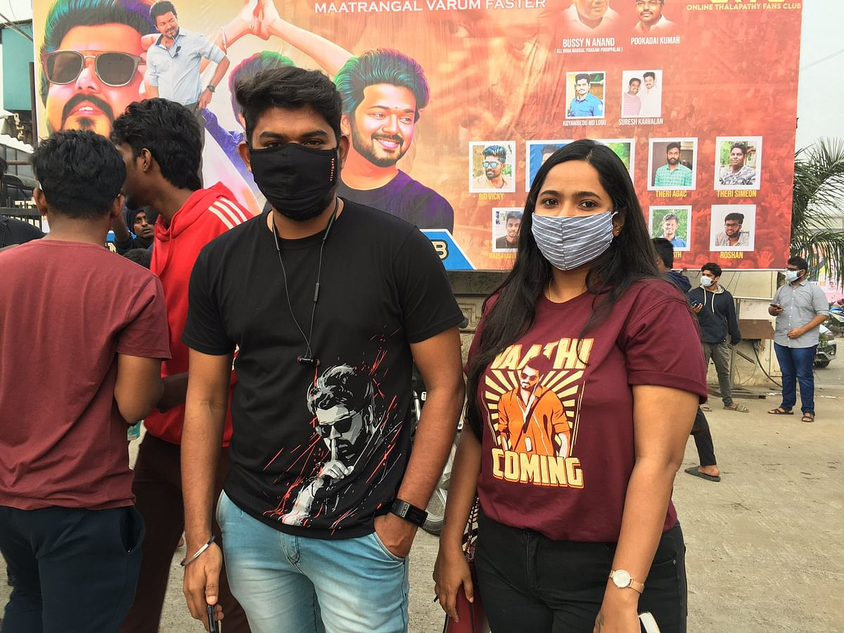 Fans of Vijay wear 'Vaathi coming' t-shirts.