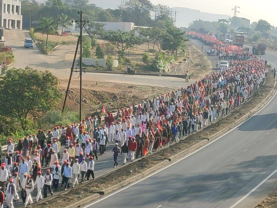 Thousands gathered at Nashik and began a 180 km march to Mumbai.