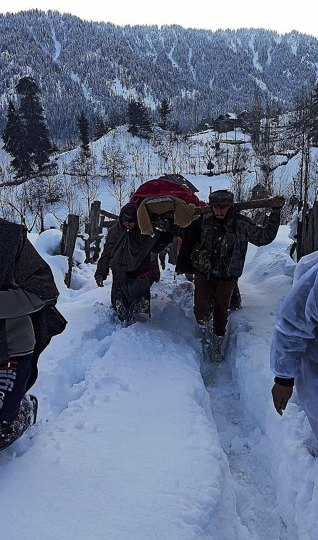 Army Troops Wade Through Kashmir Snow, Help Carry Pregnant Woman