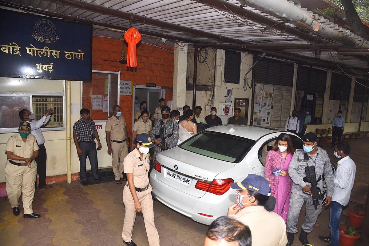 Kangana's sister Rangoli Chandel at Bandra Police Station.