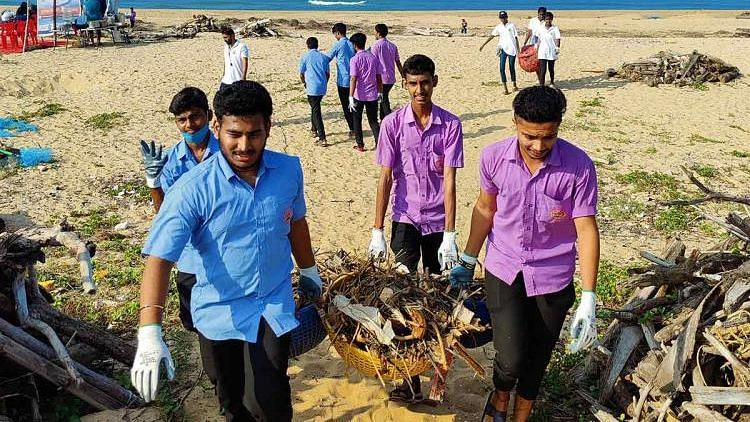 A group of people have been turning up at Mangaluru's Bengre beach everyday since mid-October to pick up trash.