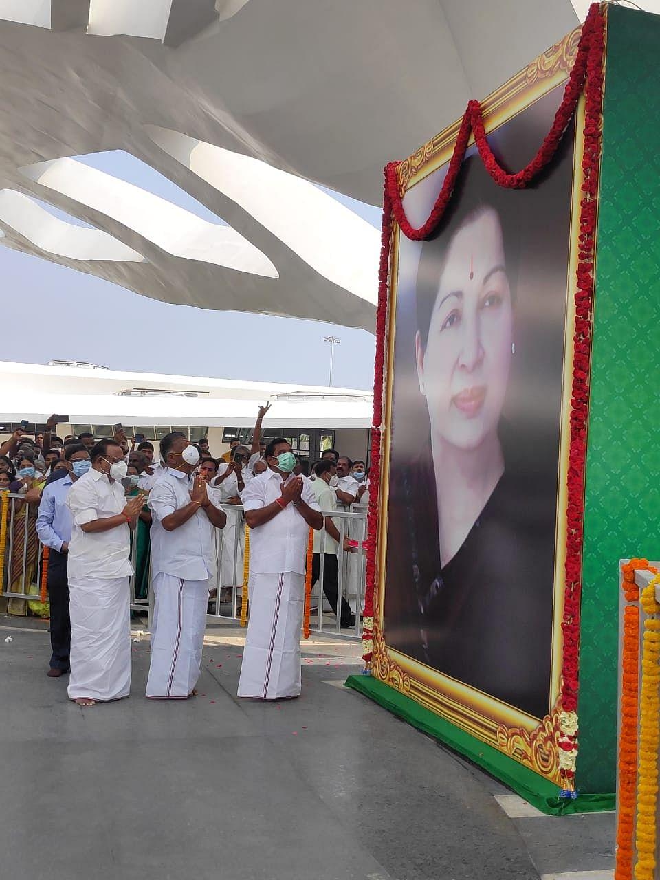 Crowds Throng Marina as  AIADMK Unveils Jayalalithaa Memorial