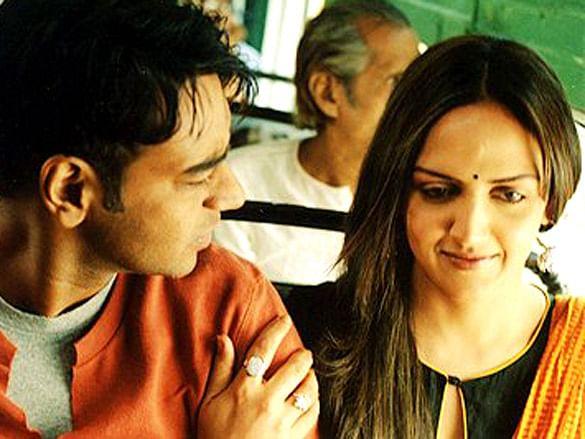Ajay Devgn and Esha Deol in <i>Yuva</i>.