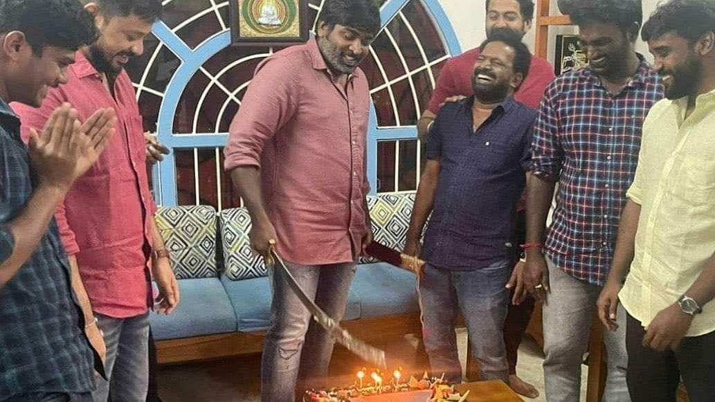 Vijay Sethupathi cuts his cake.
