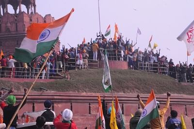 """<div class=""""paragraphs""""><p> Farmers reach Red Fort , New Delhi on Tuesday, 26 January 2021. </p></div>"""
