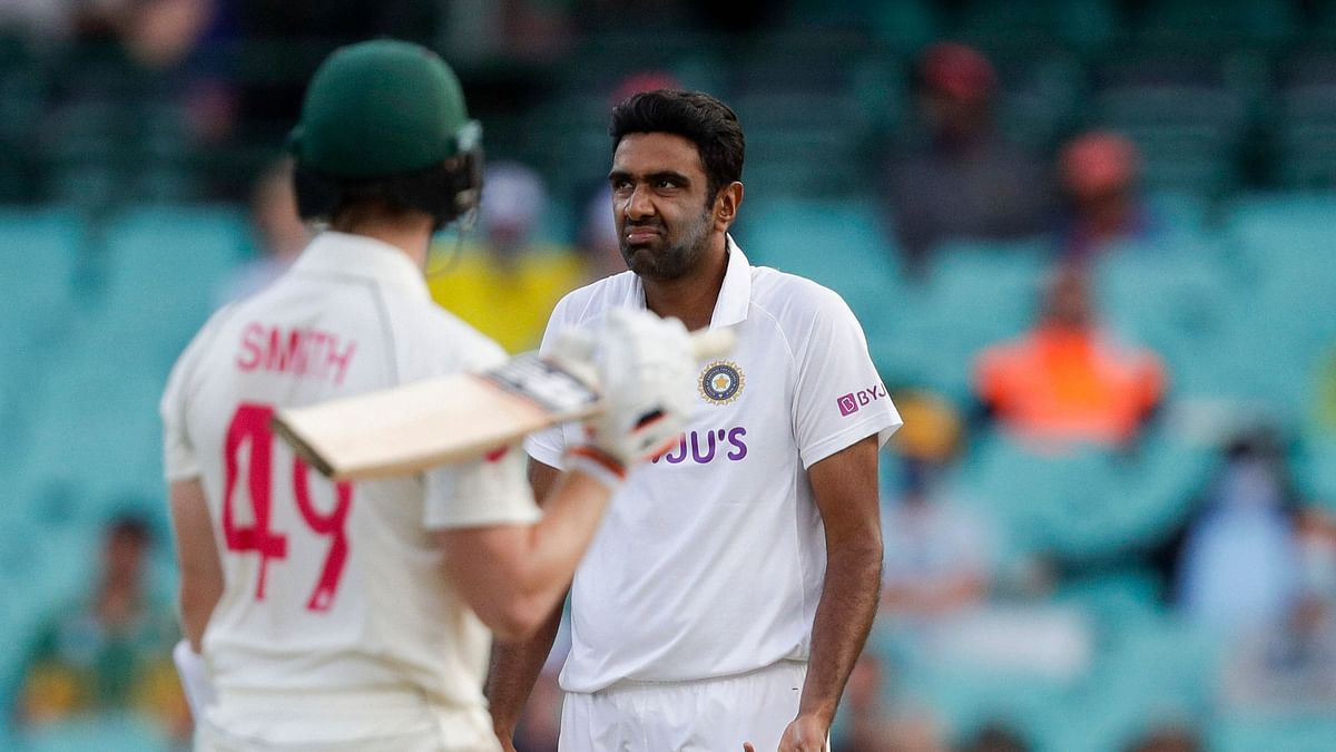 Steve Smith and R Ashwin on Day 1 on at the SCG.