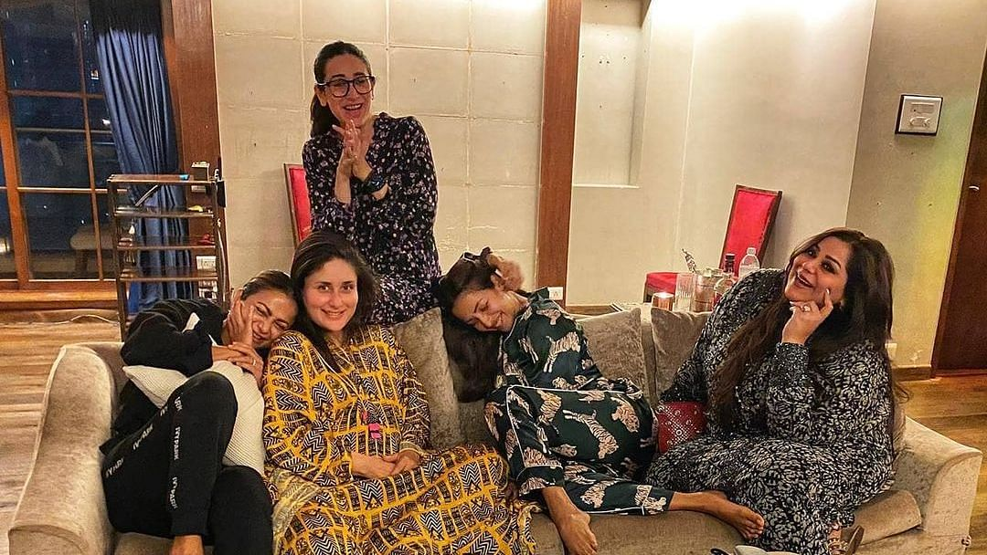 Kareena Kapoor with Karisma, Malaika Arora and others.
