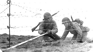 US Soldiers using the Bangalore torpedo.