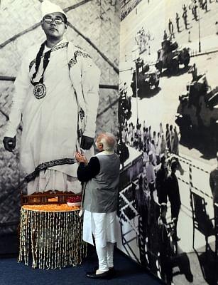 PM Narendra modi paying tribute to Netaji Subhas Chandra Bose.