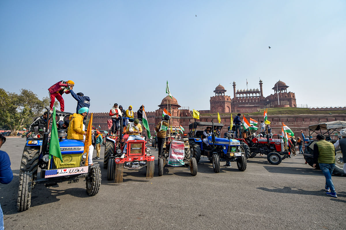 Protesting Farmers Enter Red Fort, Wave Flags From the Ramparts