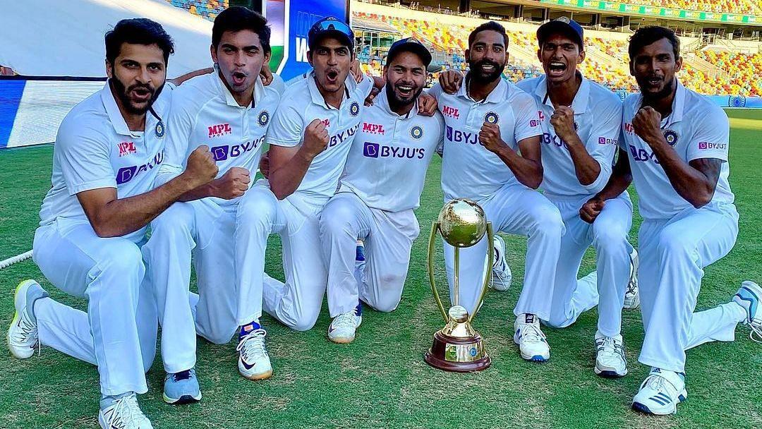 Shardul Thakur, Kartik Tyagi, Shubman Gill, Rishabh Pant, Mohammed Siraj, Navdeep Saini and T Natarajan pose with the Border-Gavaskar Trophy. (L to R)