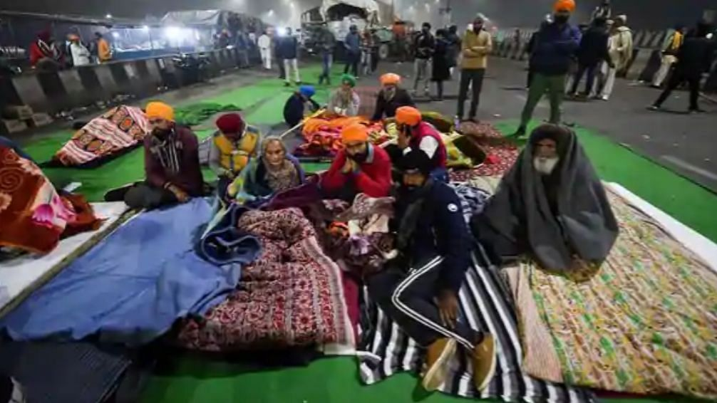 Here's what went down at the Ghazipur border in Delhi last night.