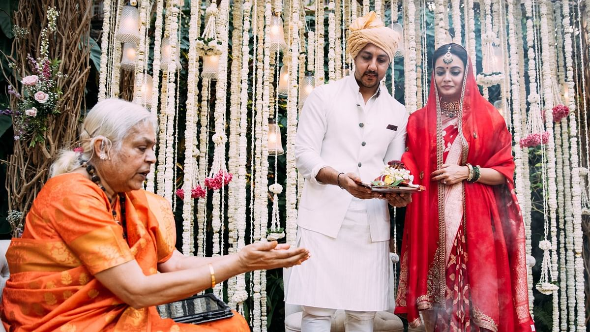 <p>Dia Mirza's wedding being performed by a priestess.</p>