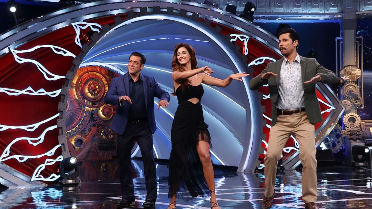 Salman Disha and Randeep Hooda dancing on Bigg Boss sets.