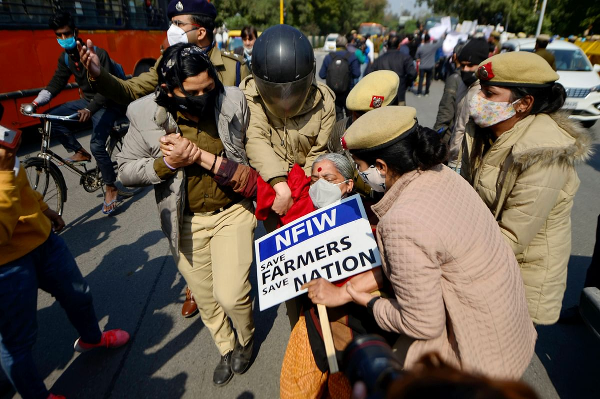 Police detain protesters at Shaheed Park in New Delhi.