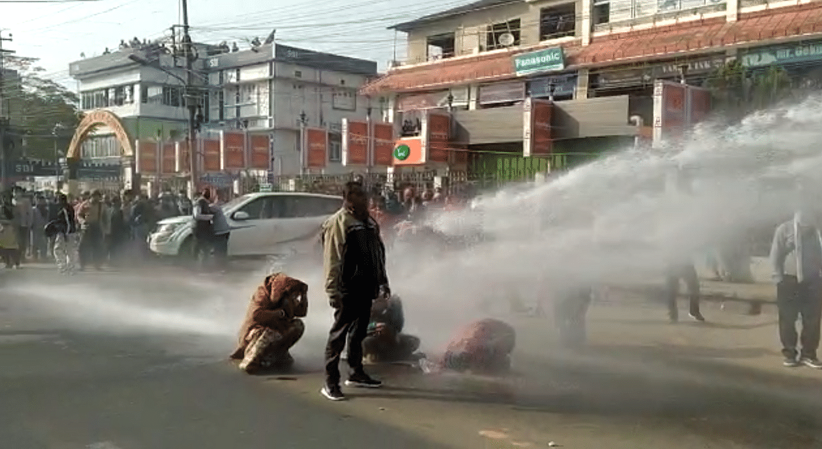 Police used Tear gas, Water cannon against the protesting teachers.