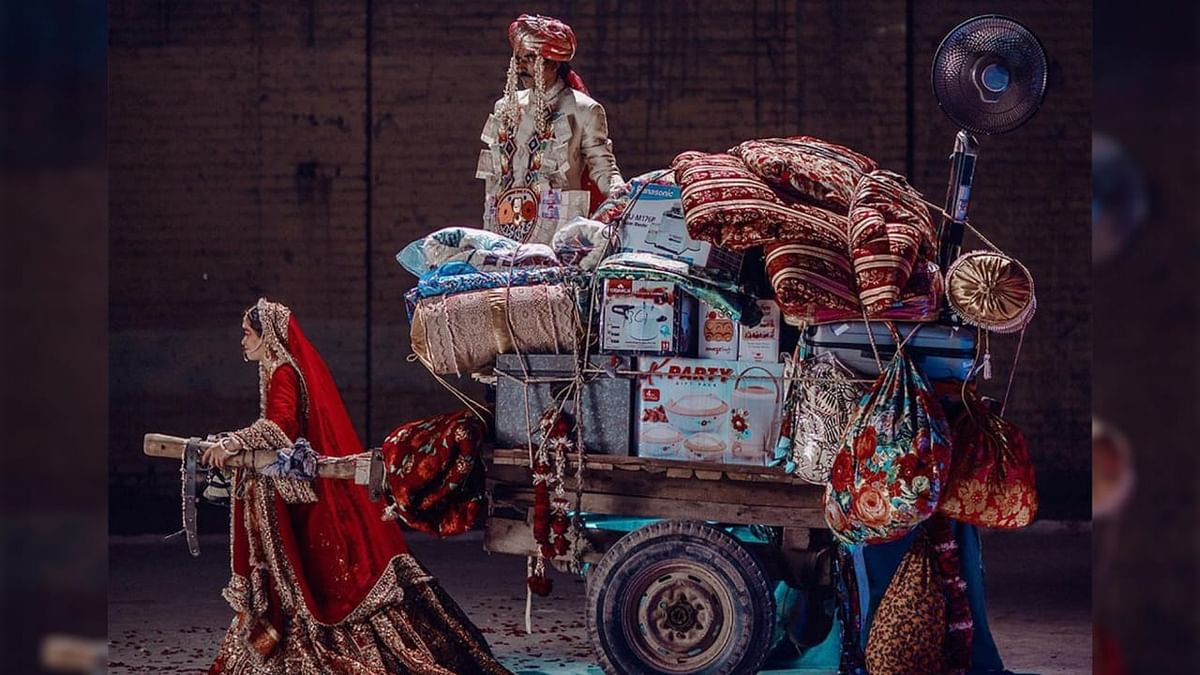 <p>Designer from Pakistan draws attention to the practice of dowry through his collection.</p>