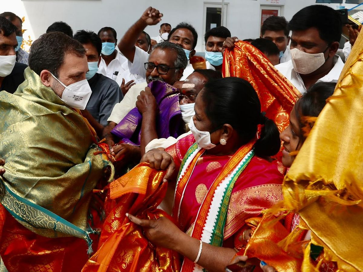 Congress leader Rahul Gandhi being  welcomed in Puducherry