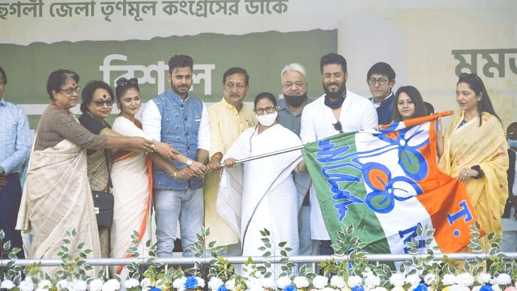 Mamata Attacks Modi Amidst Celebrity Joinings at Rally in Hooghly