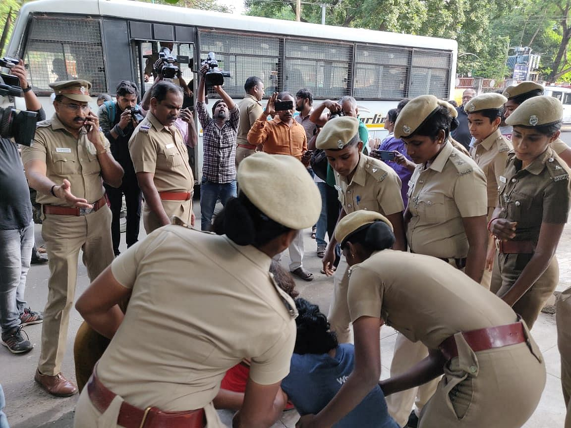 Eight people, including five women, were detained briefly by Chennai police on Sunday, 29 December, for drawing <em>kolam</em> <em>(rangoli) </em>outside people's houses with anti-CAA slogans.