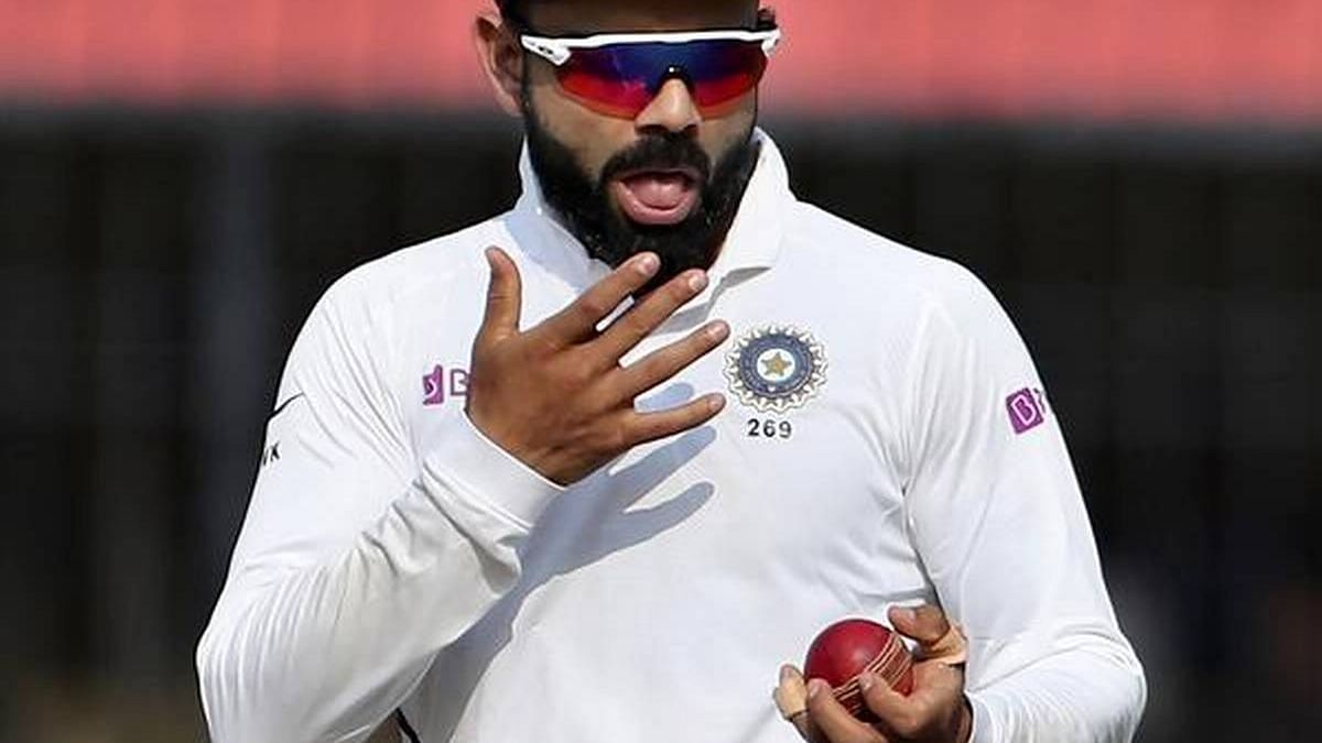 Virat Kohli using saliva to shine the ball before the COVID-19 Pandemic