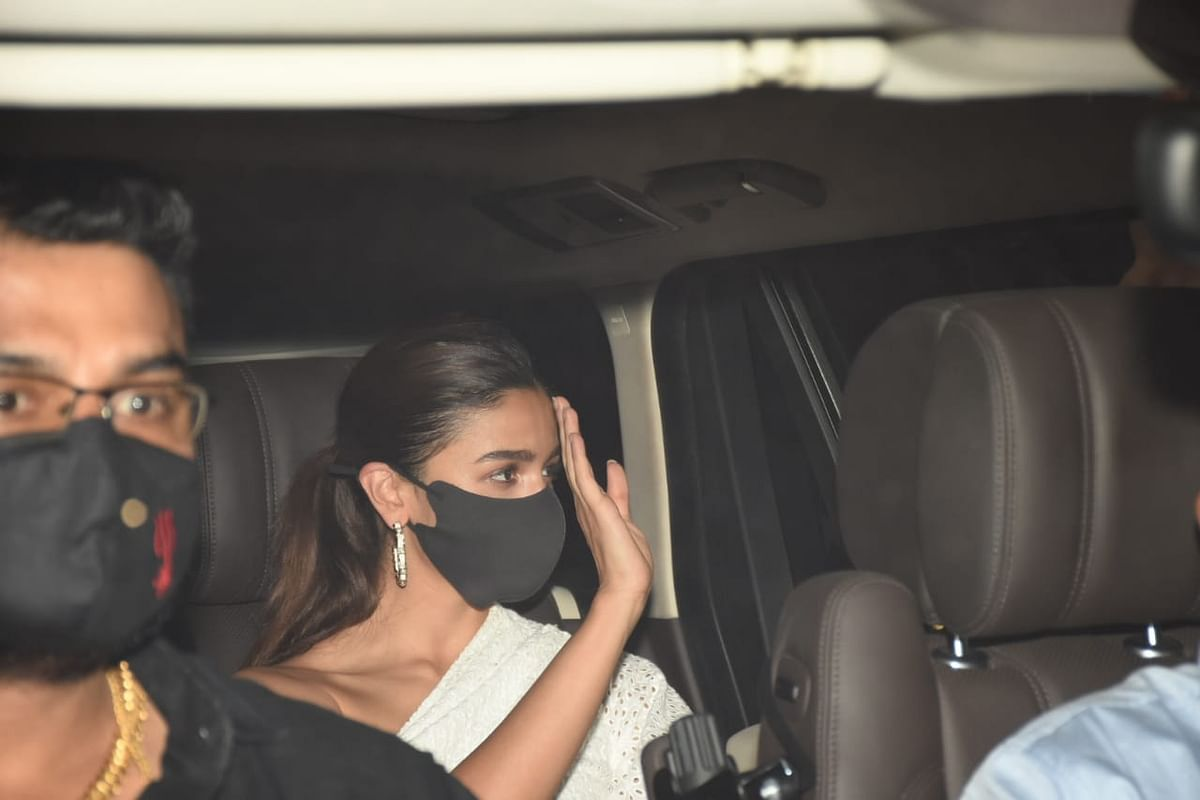 <p>Alia Bhatt on her way to Sanjay Leela Bhansali's birthday party.</p>