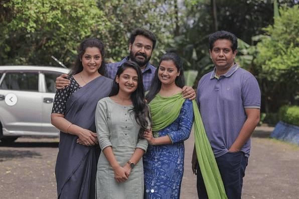 Meena, Mohanlal, Esther Anil, Ansiba and Jeethu Joseph on the sets of <i>Drishyam 2.</i>