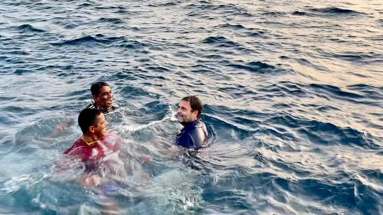 Rahul Gandhi Ventures Into Sea, Swims With Kerala Fishermen