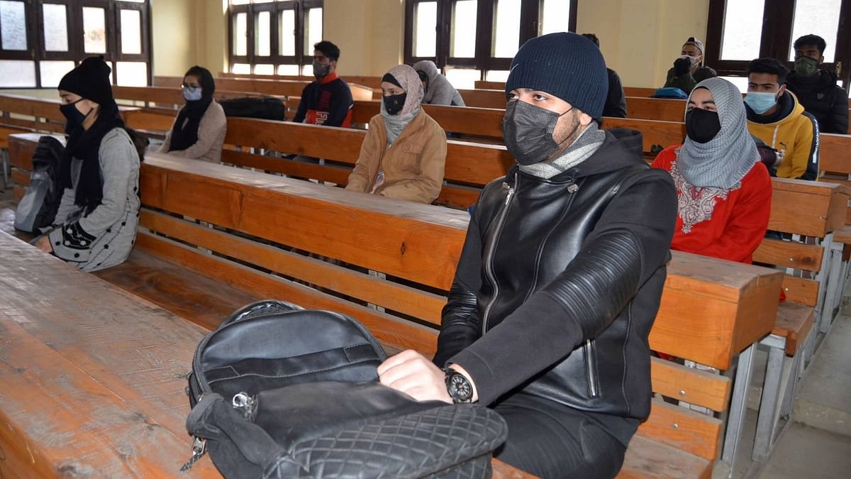 In Photos: Colleges Reopen in Kashmir After a Year Amid COVID-19