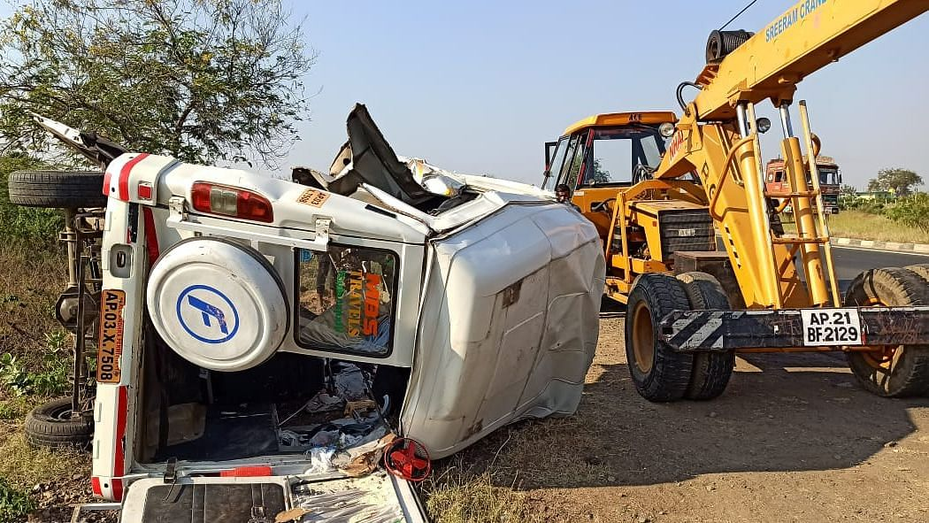 Fourteen people, including a child, were killed in a road accident in Andhra Pradesh's Kurnool district in the early hours of Sunday.