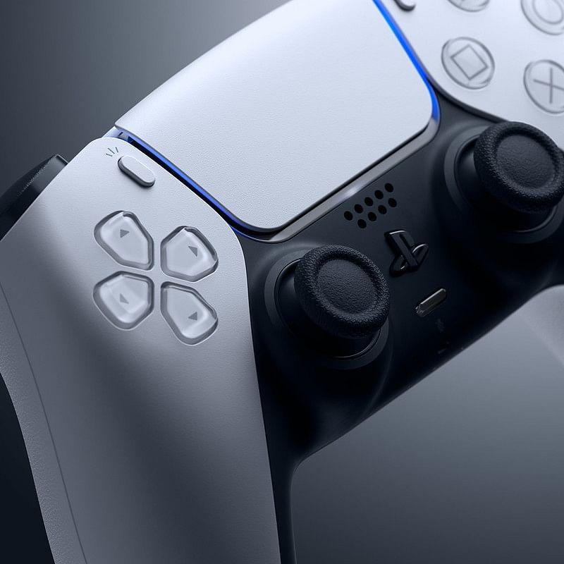Dual Sense Controller has a built-in mic.