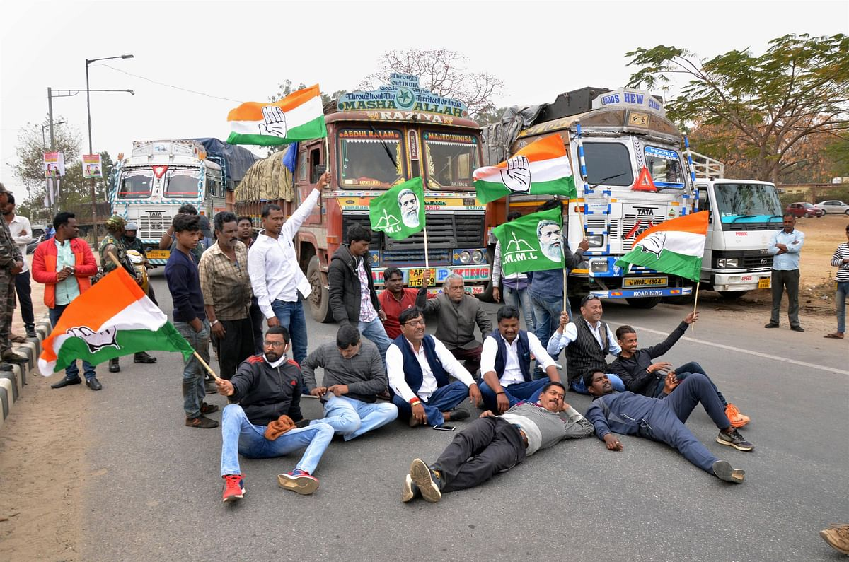 Jharkhand Pradesh Congress Committee (JPCC) and Jharkhand Mukti Morcha (JMM) protest during the proposed chakka jam by farmer unions, in solidarity with their ongoing agitation against Centres farm reform laws, in Ranchi