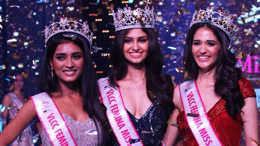 Manasa Varanasi (centre) bagged the title of Femina Miss India World.