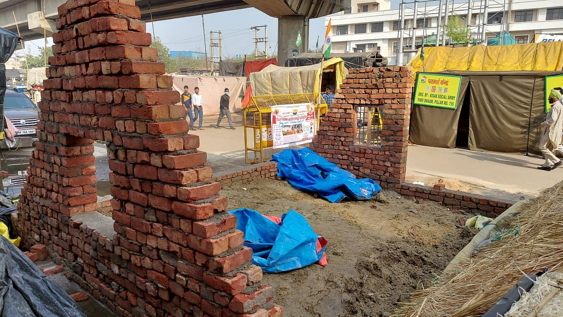Farmers Stop Building Homes Near Singhu After FIRs by Haryana Cops
