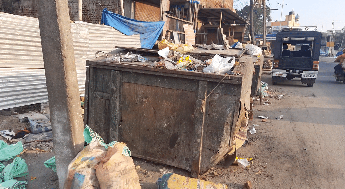Since the smart city project was implemented, most of the garbage bins have been removed, and there is no regular door-to-door collection.