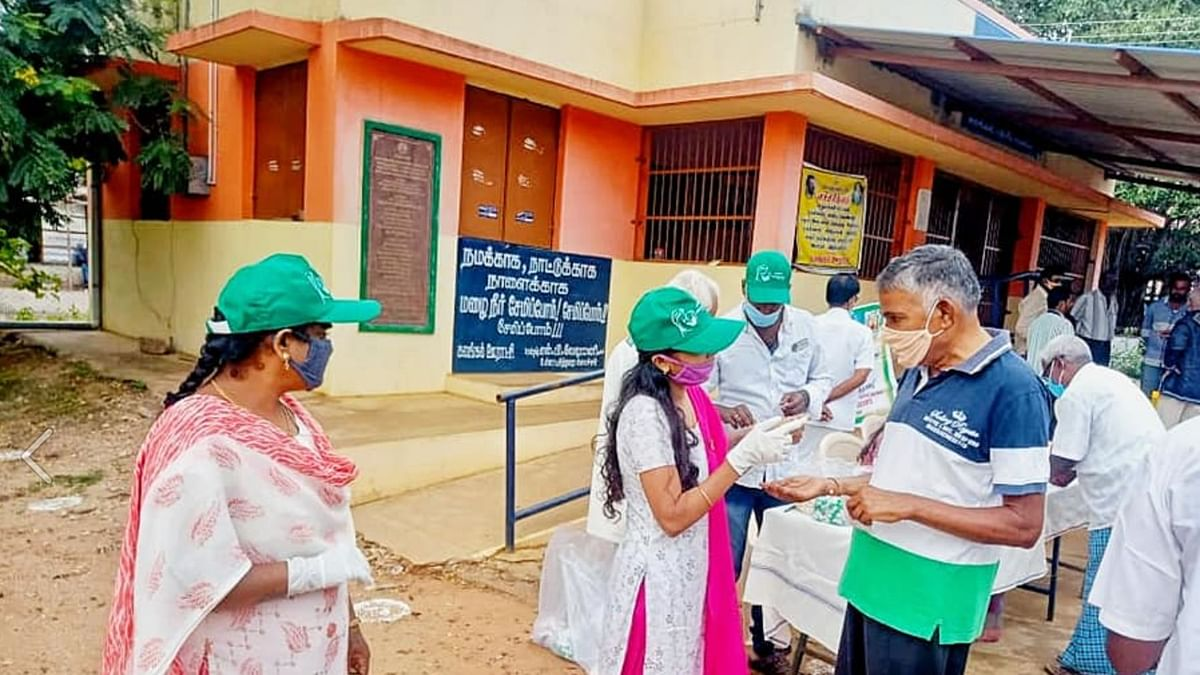A family from Coimbatore runs a free, 24x7 funeral service called 'Ilavasa Neethar Sevai' to provide logistical support for free for families who have lost a loved one.