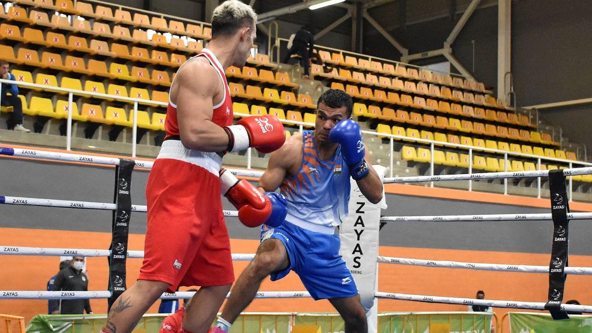 Vikas Krishan (blue) defeated London Olympc Bronze medalist Vicenzo Mangiacapre