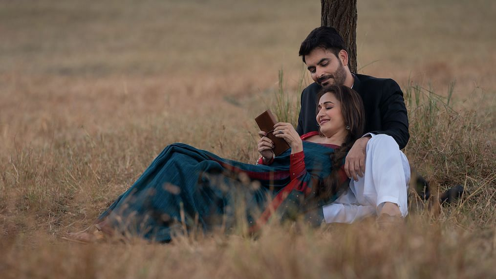 Madhuri Dixit Nene and Manav Kaul in <i>Finding Anamika.&nbsp;</i>