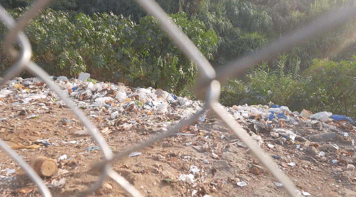 The Noyil river that passes through Karumbukadai has garbage accumulated on its banks.