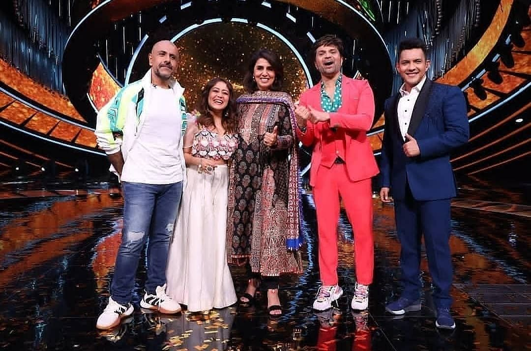 "<div class=""paragraphs""><p>Neetu Kapoor with the judges and Aditya Narayan in Indian Idol 12.</p></div>"