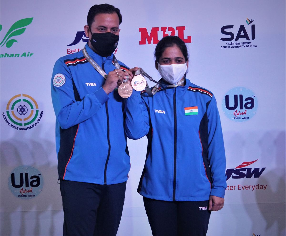 Sanjeev Rajput and Tejaswini Sawant stand with their gold medal after winning the final of the 50m Rifle 3 Positions Mixed Team event at the 2021 ISSF World Cup.